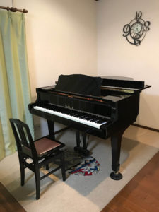 横浜市大人のピアノ教室 あおばピアノの部屋 レッスン室
