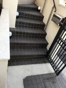 横浜市青葉区大人のピアノ教室 あおばピアノの部屋 階段前